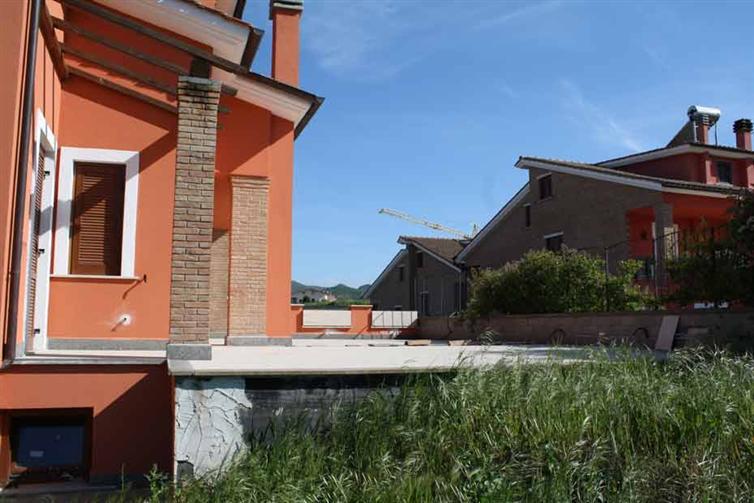 Villa Bifamiliare in vendita a Vitorchiano, 6 locali, prezzo € 255.000 | Cambio Casa.it