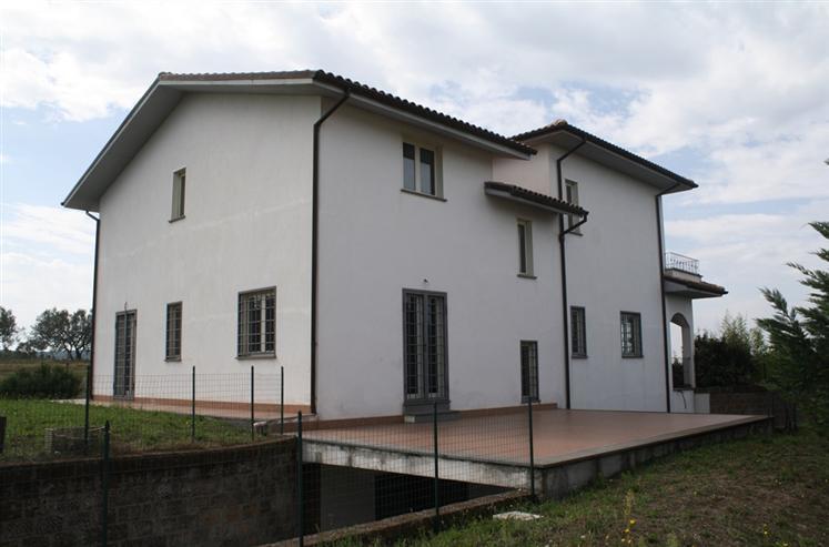 Villa in vendita a Montefiascone, 12 locali, zona Zona: Poggio Frusta, prezzo € 390.000 | Cambio Casa.it