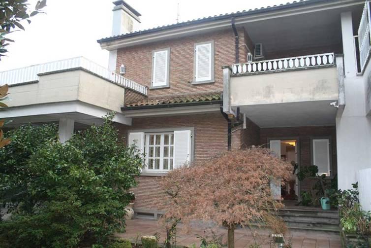 Soluzione Indipendente in vendita a Canepina, 19 locali, zona Località: PROVINCIA, Trattative riservate | Cambio Casa.it