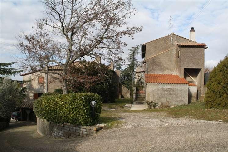 Soluzione Indipendente in vendita a Viterbo, 14 locali, zona Zona: Periferia, Trattative riservate | Cambio Casa.it