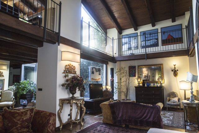 Soluzione Indipendente in vendita a Viterbo, 8 locali, zona Zona: Centro, Trattative riservate | Cambio Casa.it