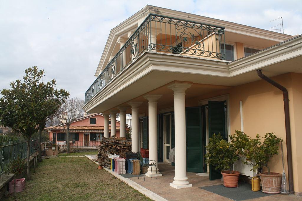 Villa in vendita a Bolsena, 18 locali, prezzo € 695.000 | Cambio Casa.it