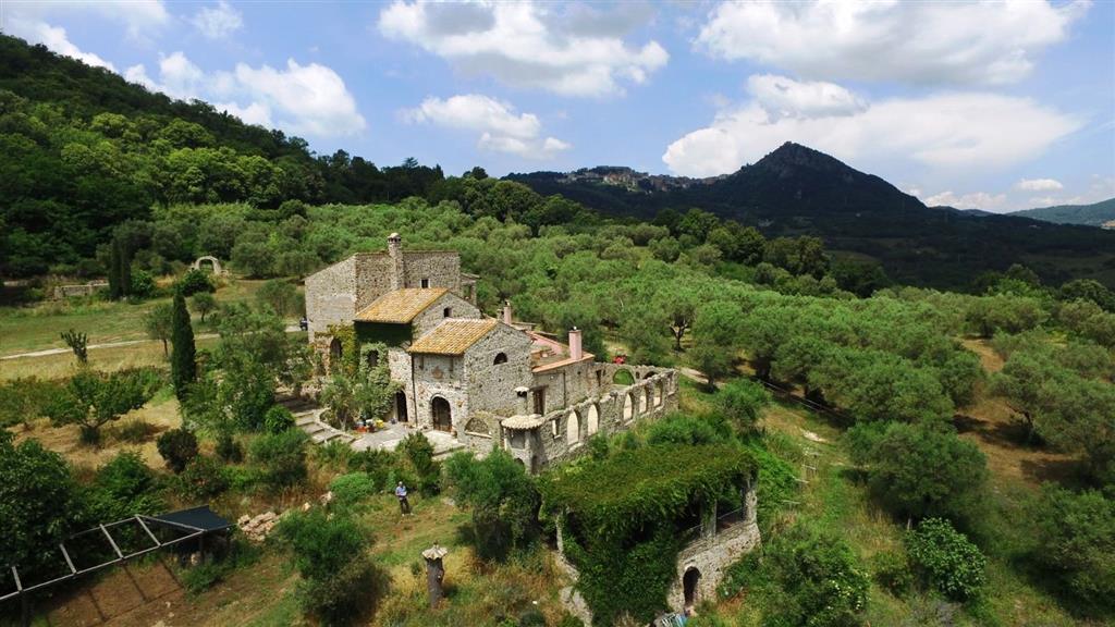 Rustico / Casale in vendita a Tolfa, 12 locali, Trattative riservate | Cambio Casa.it
