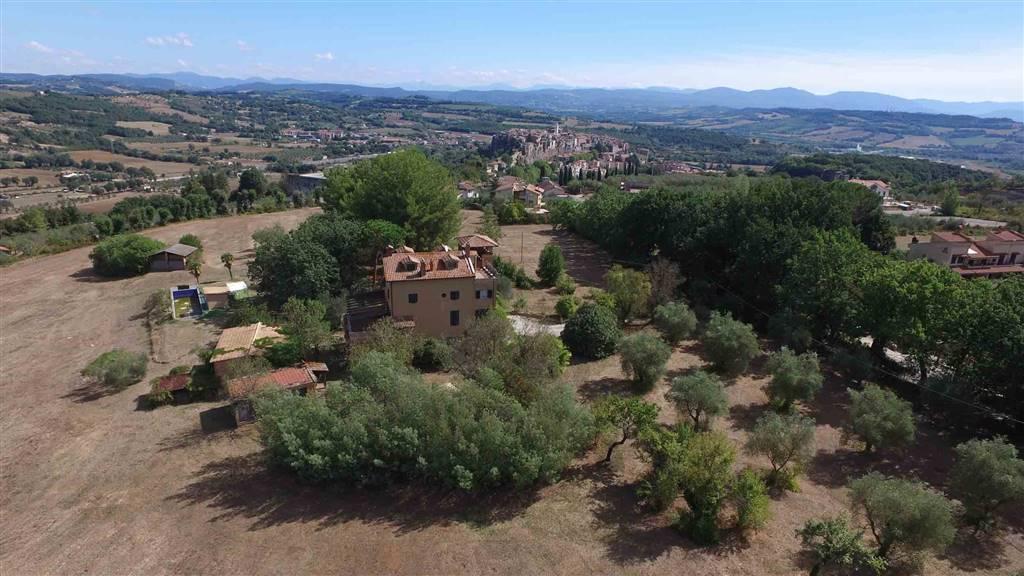 Rustico / Casale in vendita a Orte, 18 locali, prezzo € 530.000 | Cambio Casa.it