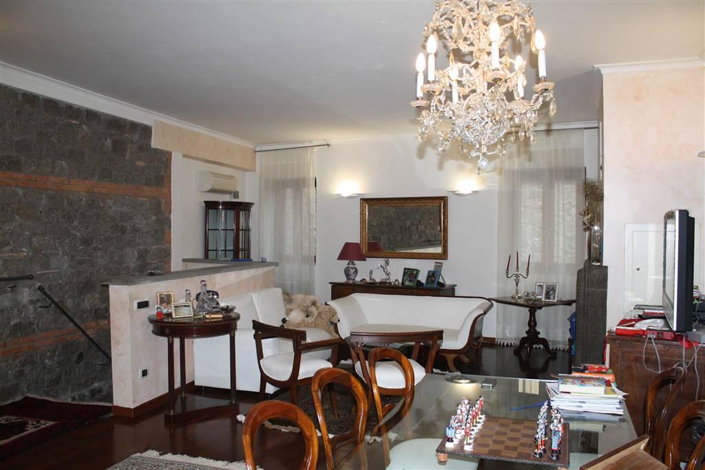 Soluzione Indipendente in vendita a Viterbo, 8 locali, zona Zona: Centro, prezzo € 315.000 | CambioCasa.it
