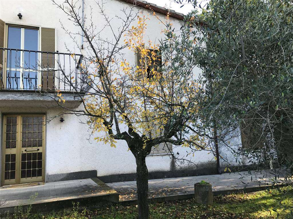Soluzione Indipendente in vendita a Viterbo, 8 locali, zona Zona: Periferia, prezzo € 235.000 | Cambio Casa.it