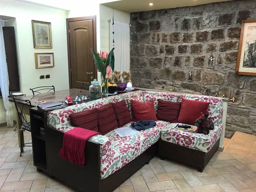 Soluzione Indipendente in vendita a Viterbo, 4 locali, zona Zona: Centro, prezzo € 135.000 | Cambio Casa.it