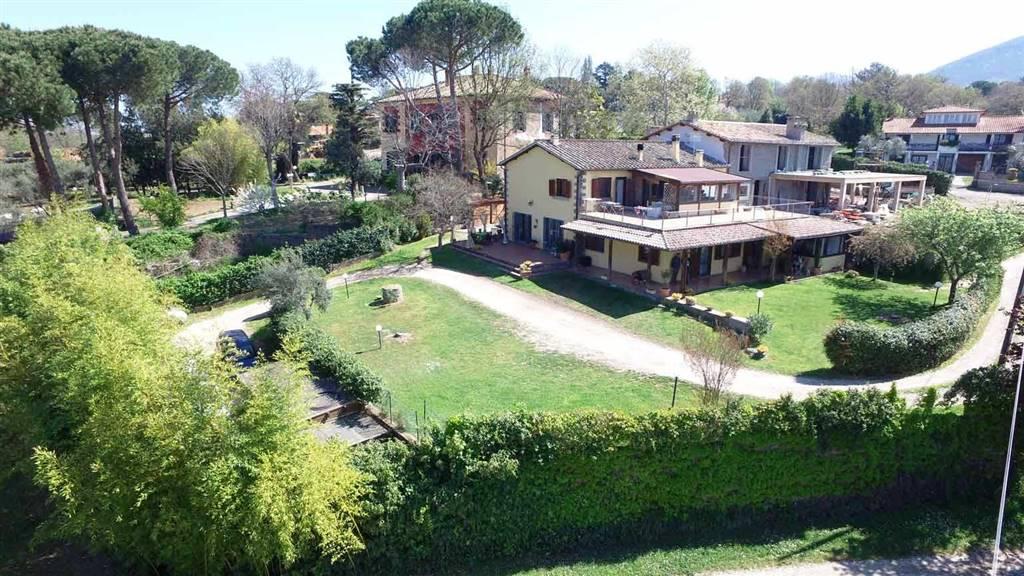 Rustico / Casale in vendita a Viterbo, 13 locali, zona Zona: Semicentro, prezzo € 465.000   CambioCasa.it