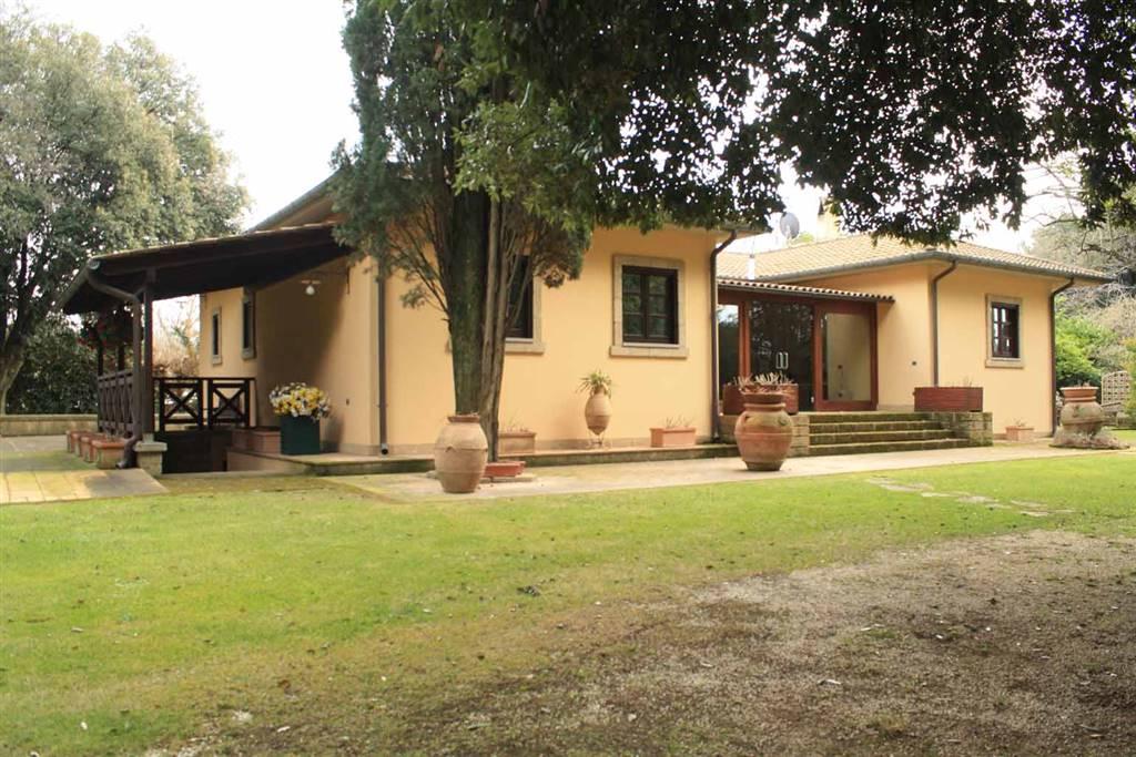 Villa in vendita a Vetralla, 8 locali, zona Zona: Cura, Trattative riservate | CambioCasa.it