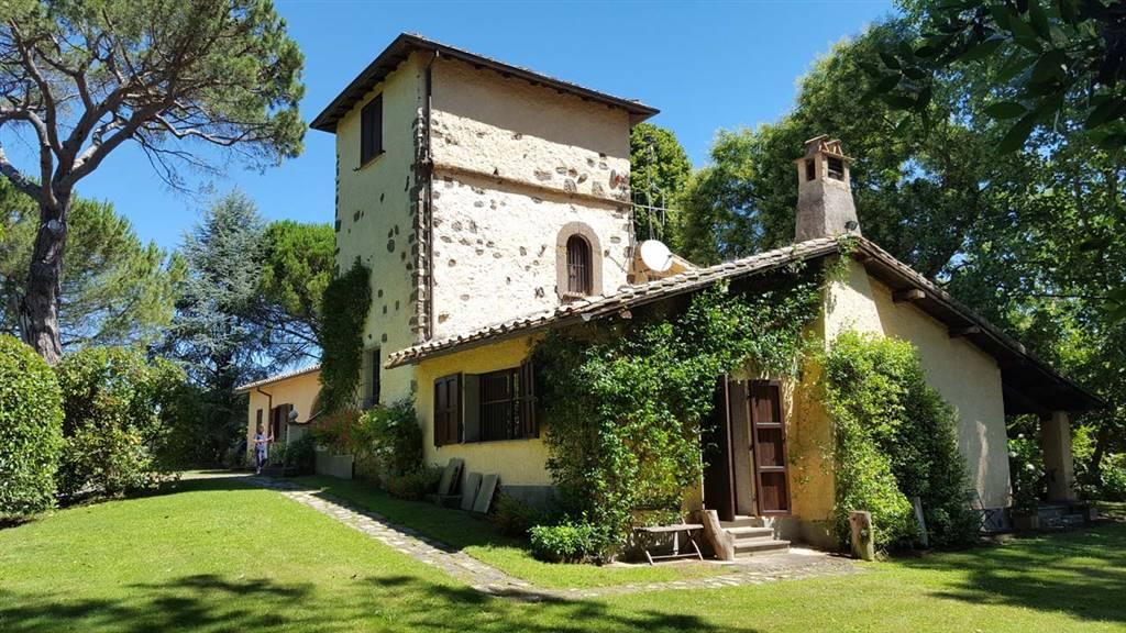 Rustico / Casale in vendita a Vignanello, 14 locali, prezzo € 640.000 | CambioCasa.it