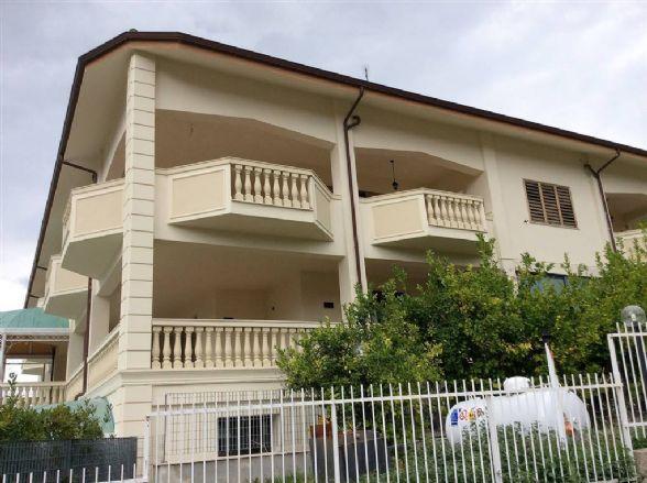 Attico / Mansarda in affitto a Mendicino, 3 locali, zona Zona: Tivolille, prezzo € 450 | CambioCasa.it