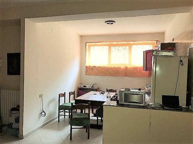 Appartamento in vendita a Mendicino, 4 locali, zona Zona: Tivolille, prezzo € 60.000 | CambioCasa.it