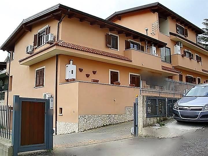 Appartamento in vendita a Mendicino, 3 locali, zona Zona: San Bartolo, prezzo € 99.000 | CambioCasa.it