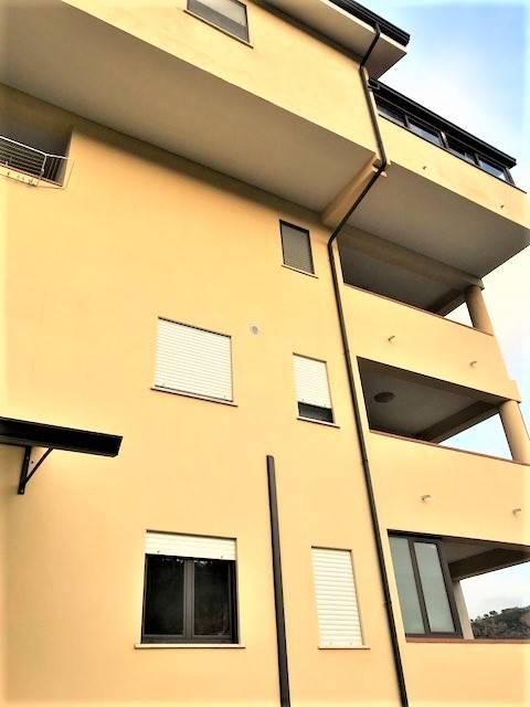 Appartamento in vendita a Mendicino, 4 locali, zona Zona: Tivolille, prezzo € 135.000   CambioCasa.it