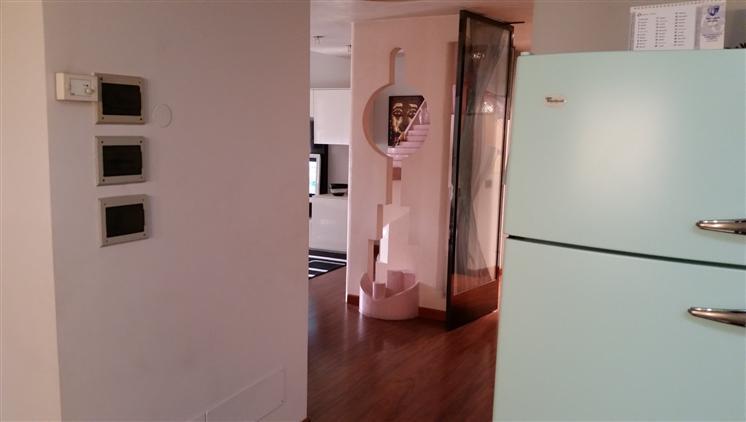 Appartamento in affitto a Villafranca di Verona, 5 locali, zona Località: CAPOLUOGO, prezzo € 650 | CambioCasa.it