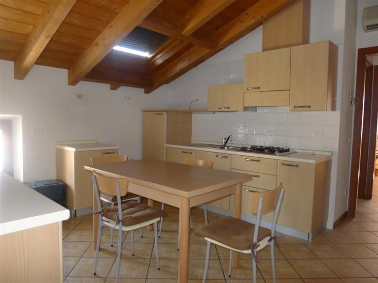 Appartamento in affitto a Villafranca di Verona, 2 locali, zona Località: CAPOLUOGO, prezzo € 500   CambioCasa.it