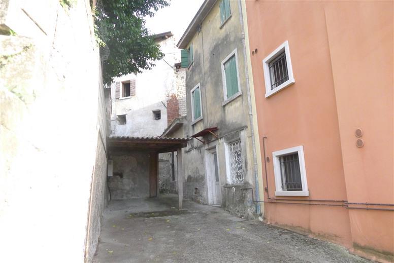 Soluzione Indipendente in vendita a Castelnuovo del Garda, 5 locali, zona Zona: Sandrà, prezzo € 40.000 | CambioCasa.it