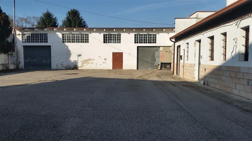 Capannone in affitto a Verona, 9999 locali, zona Zona: 12 . San Massimo, prezzo € 2.300 | Cambio Casa.it