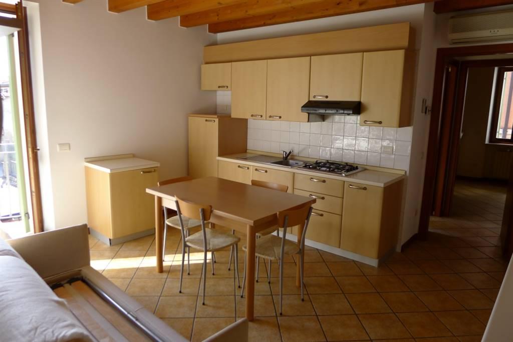 Appartamento in affitto a Villafranca di Verona, 2 locali, zona Località: CAPOLUOGO, prezzo € 450 | Cambio Casa.it