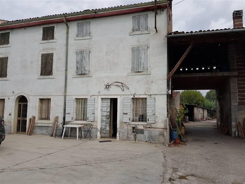 Soluzione Indipendente in vendita a Povegliano Veronese, 8 locali, prezzo € 150.000 | Cambio Casa.it