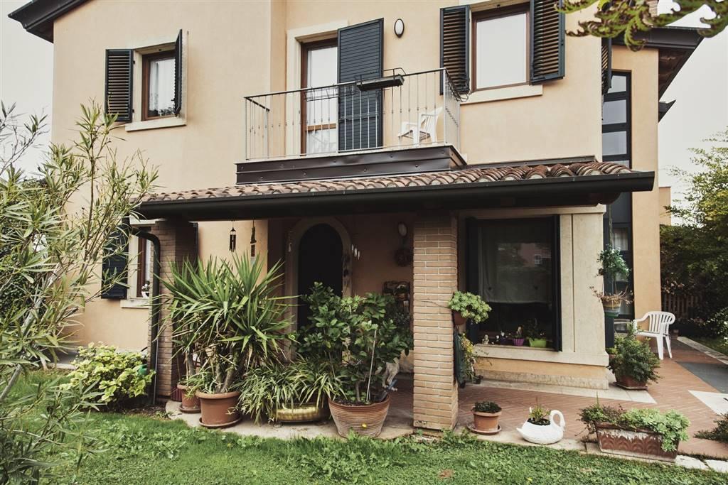 Villa in vendita a Villafranca di Verona, 7 locali, zona Località: CAPOLUOGO, prezzo € 495.000 | Cambio Casa.it