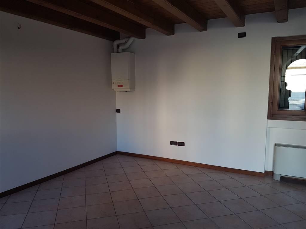 Negozio / Locale in affitto a Povegliano Veronese, 2 locali, prezzo € 450 | CambioCasa.it