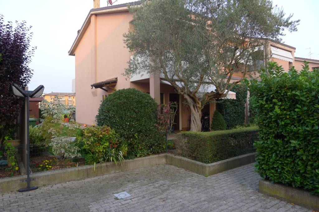 Villa Bifamiliare in Vendita a Villafranca di Verona