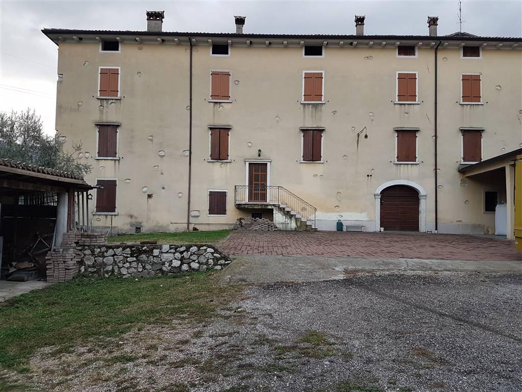 Rustico / Casale in vendita a Brentino Belluno, 20 locali, prezzo € 255.000   CambioCasa.it