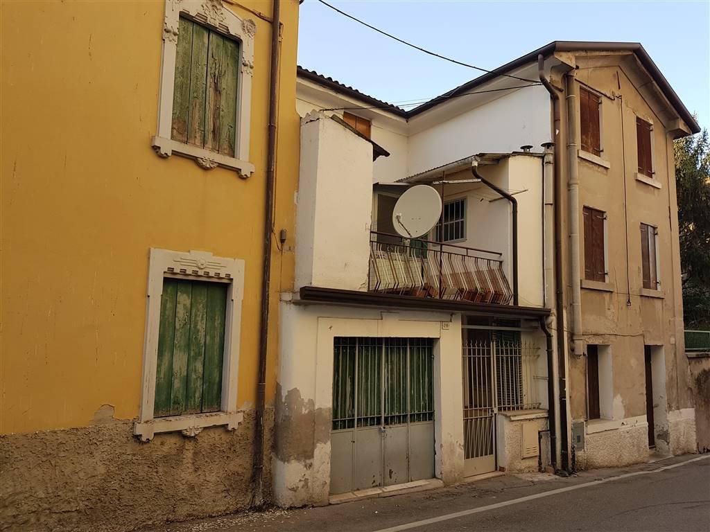 Soluzione Indipendente in vendita a Bussolengo, 6 locali, prezzo € 60.000 | CambioCasa.it