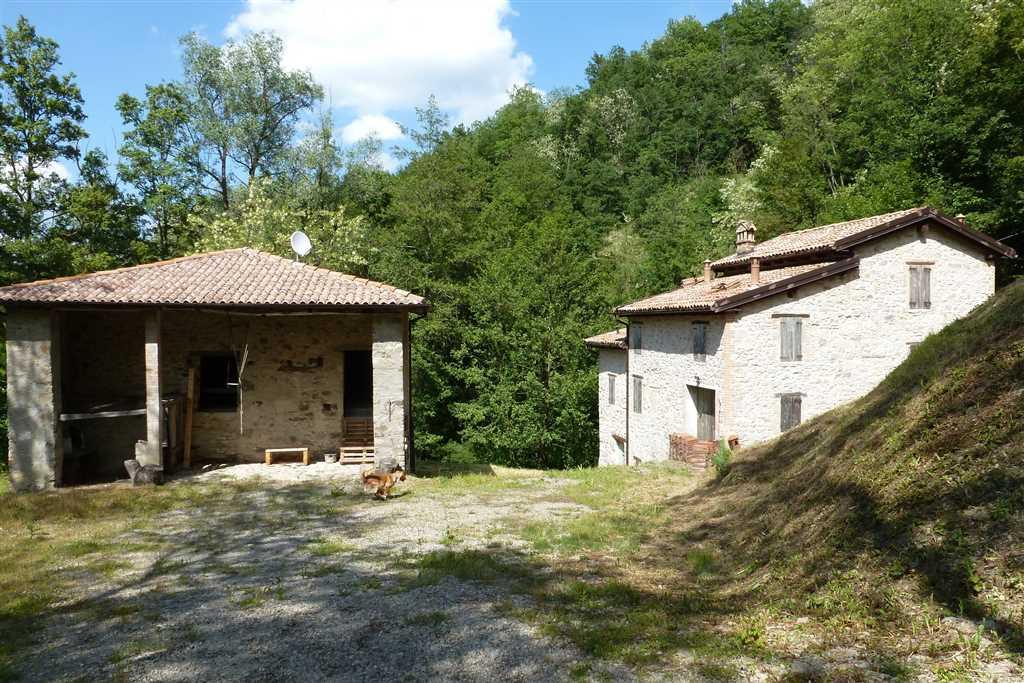 Rustico casale in vendita a vergato zona tol cereglio for Piani casa fienile