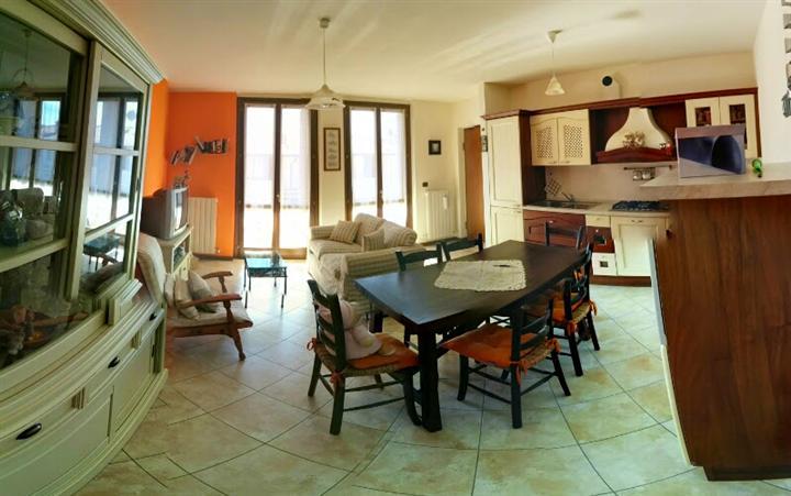 Appartamento in vendita a Caprino Bergamasco, 2 locali, zona Zona: Sant'Antonio, prezzo € 110.000 | CambioCasa.it