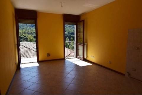 Appartamento in affitto a Caprino Bergamasco, 2 locali, zona Zona: Cava, prezzo € 450 | CambioCasa.it