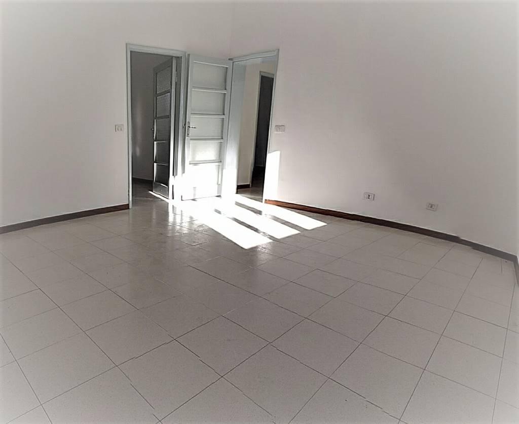 Appartamento in affitto a Lecco, 3 locali, zona Zona: Pescarenico, prezzo € 600   Cambio Casa.it
