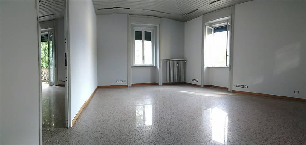Ufficio / Studio in affitto a Lecco, 8 locali, zona Località: CENTRO CITTÀ, prezzo € 2.000 | CambioCasa.it