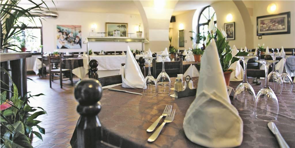 Ristorante / Pizzeria / Trattoria in vendita a Colle Brianza, 5 locali, zona Zona: Nava, prezzo € 99.000 | CambioCasa.it