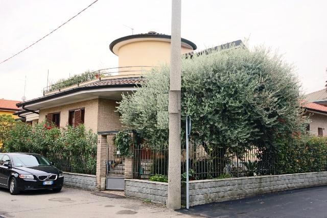 Villa in vendita a Paderno Dugnano, 4 locali, zona Zona: Palazzolo Milanese, prezzo € 465.000 | CambioCasa.it