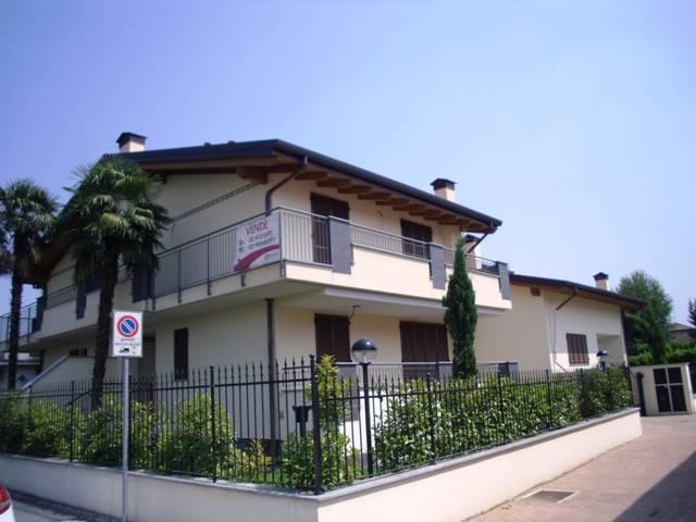 Villa in vendita a Bollate, 6 locali, prezzo € 590.000 | CambioCasa.it