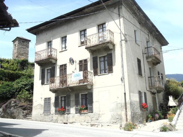 Soluzione Indipendente in vendita a Introd, 28 locali, zona Zona: Norat, prezzo € 160.000 | Cambio Casa.it