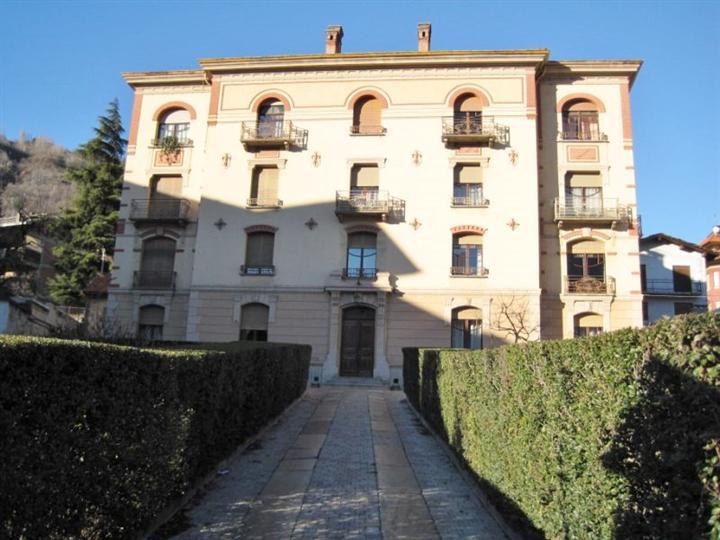 Appartamento in affitto a Aosta, 3 locali, zona Zona: Zona collinare, prezzo € 580 | CambioCasa.it