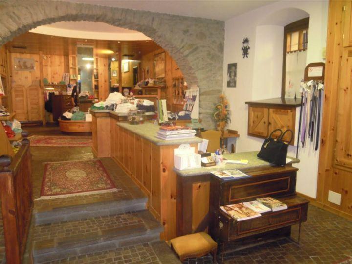 Negozio / Locale in vendita a Saint-Vincent, 3 locali, Trattative riservate | Cambio Casa.it