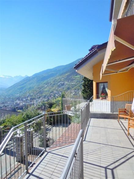 Villa in vendita a Aosta, 5 locali, zona Zona: Porossan, prezzo € 470.000 | Cambio Casa.it