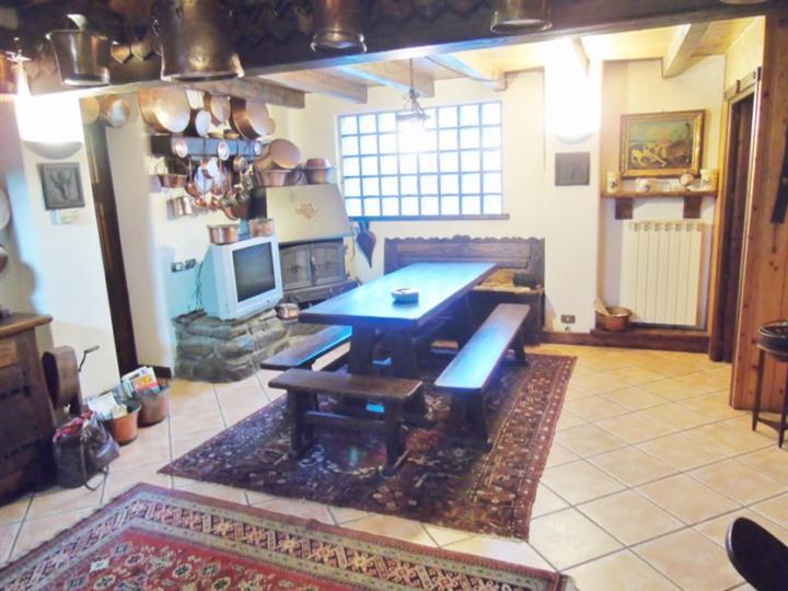 Soluzione Indipendente in vendita a Charvensod, 6 locali, prezzo € 179.000   Cambio Casa.it