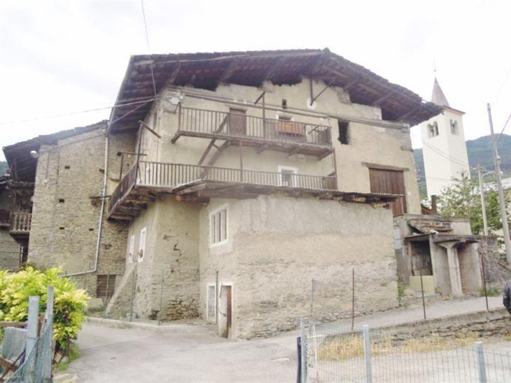 Rustico / Casale in vendita a Aosta, 8 locali, zona Zona: Excenex, prezzo € 140.000 | Cambio Casa.it