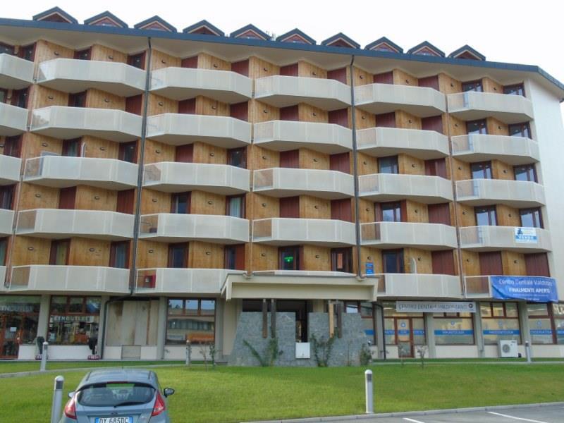 Ufficio / Studio in affitto a Aosta, 3 locali, prezzo € 600 | CambioCasa.it