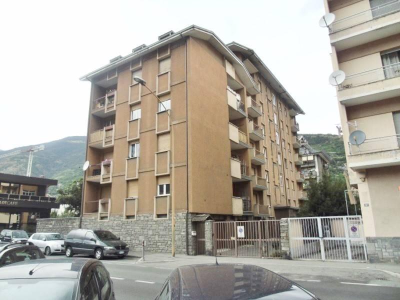 Appartamento in vendita a Aosta, 4 locali, zona Zona: Centro, prezzo € 260.000 | CambioCasa.it