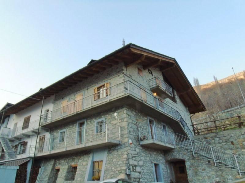 Appartamento in affitto a Quart, 3 locali, zona Zona: Les Cleyves, prezzo € 400 | Cambio Casa.it
