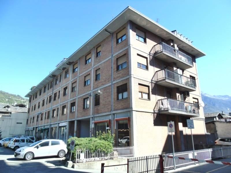 Appartamento in affitto a Aosta, 3 locali, zona Zona: Centro, prezzo € 580 | CambioCasa.it