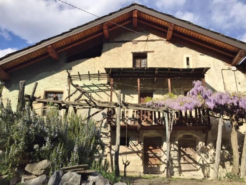 Rustico / Casale in vendita a Chambave, 7 locali, prezzo € 68.000 | CambioCasa.it