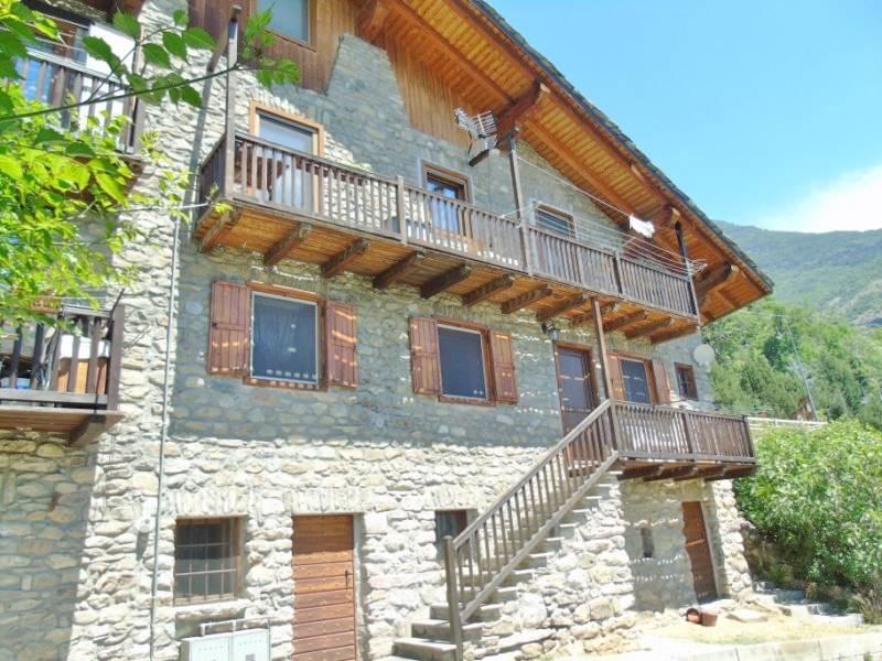 Appartamento in vendita a Quart, 4 locali, zona Zona: La Montagne, prezzo € 169.000 | CambioCasa.it