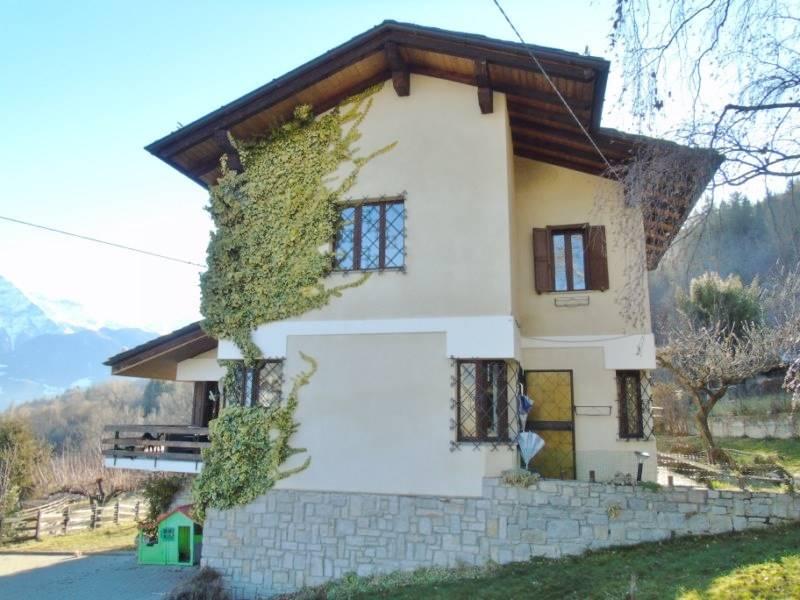 Villa in vendita a Gignod, 7 locali, prezzo € 348.000 | CambioCasa.it